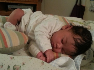 Nohra is over 11lbs at four weeks old! That's a gain of 4lbs+ since birth :)